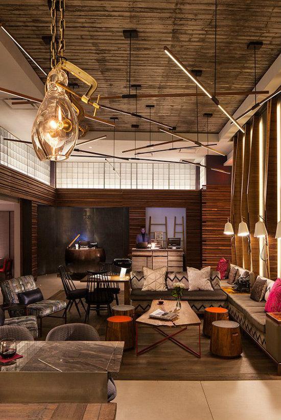 A Hotel Lobby Using Modern Lights
