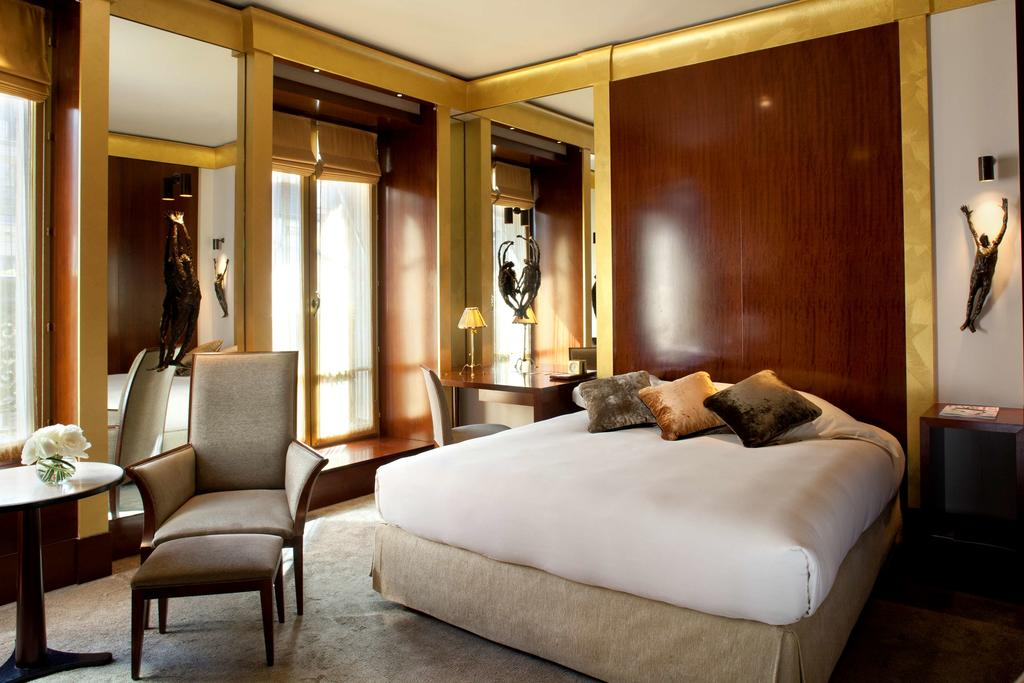 Most Visually Stunning Contemporary Luxury Hotel In Paris | Hotel interior design inspirations for your luxury hotel interior design project. Check more at brabbucontract.com and see the latest news about hospitality #brabbu #brabbucontract #moderninteriordesign #hotel #hotelinteriors #hospitality #modernhotelinteriordesign
