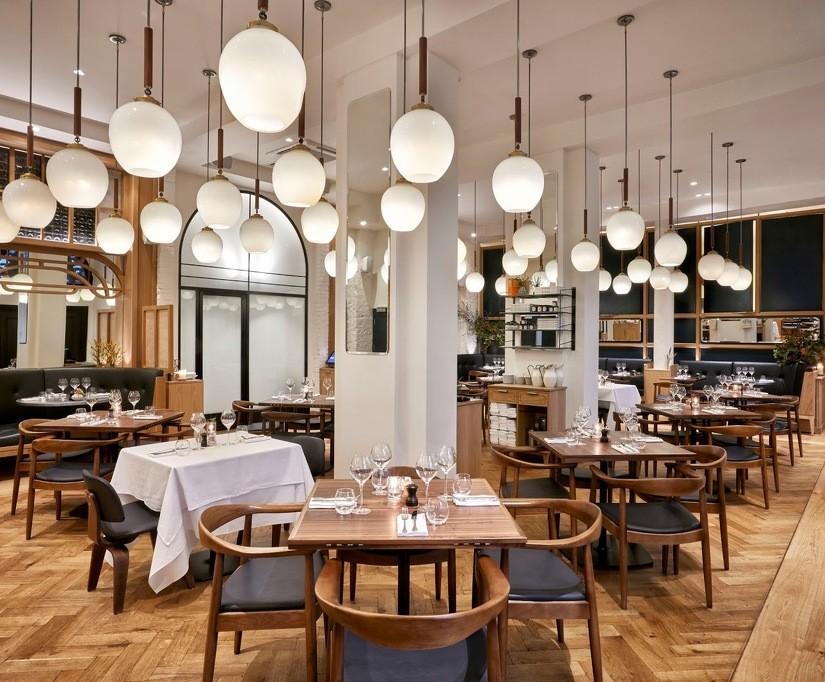 Modern Style Restaurant by Avroko