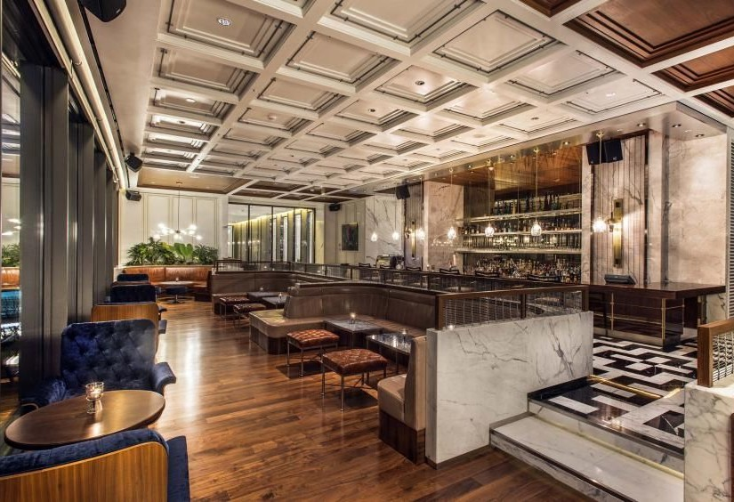 Modern eclectic style restaurant by Avroko